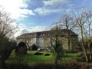 klooster huissen vanaf de weg