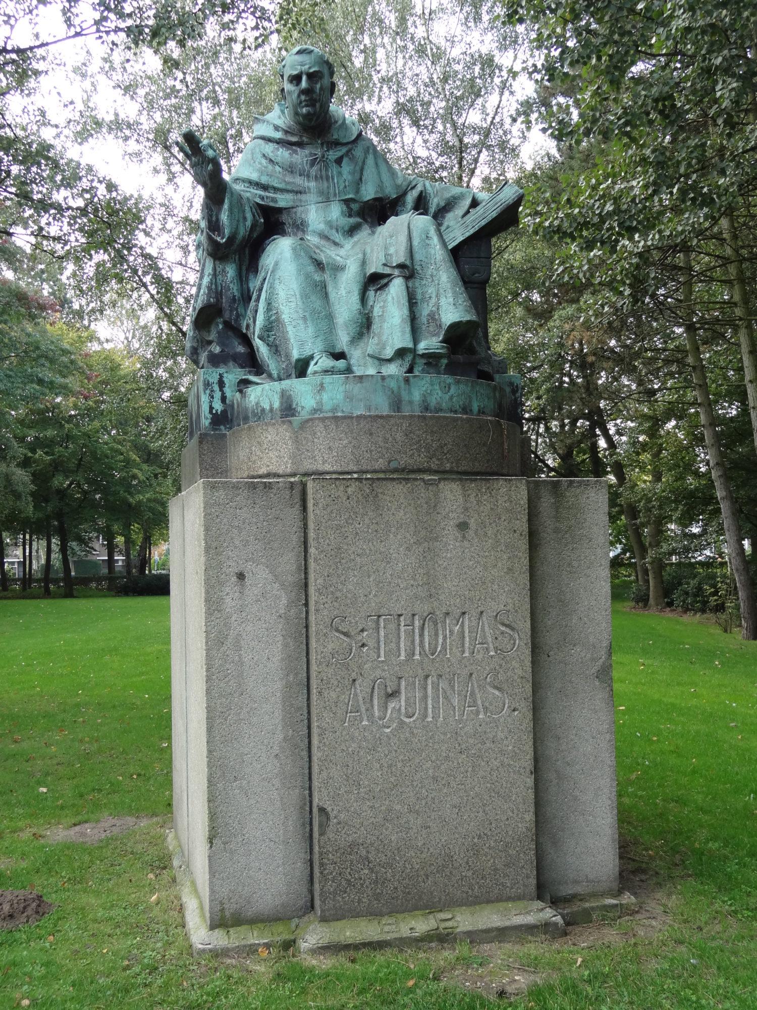 Nijmegen_-_Beeld_van_Thomas_van_Aquino_van_August_Falise_aan_de_Comeniuslaan_bij_de_Aula_van_de_Radboud_Universiteit_Nijmegen