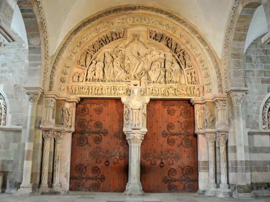 vezelay deur basiliek maria magdalena